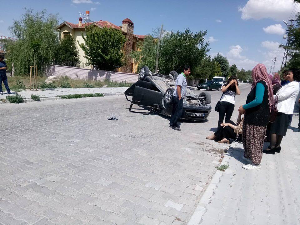 Öğretmenler trafik kazasında yaralandı