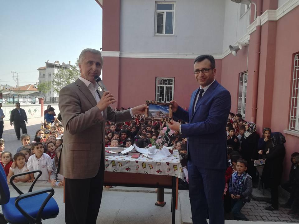 Yazar Karagöz Cumhuriyet ilkokulunda