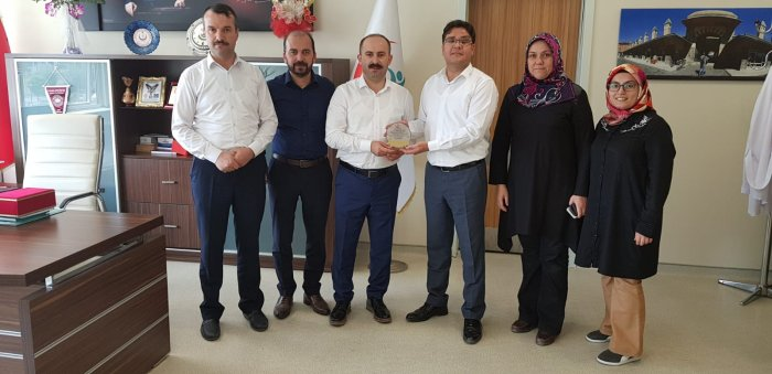 Dr Akyurt'a teşekkür plaketi