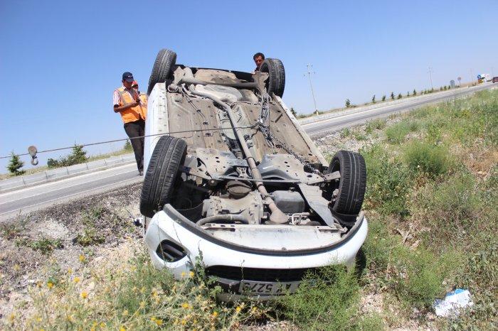 Otomobil devrildi:2 Yaralı