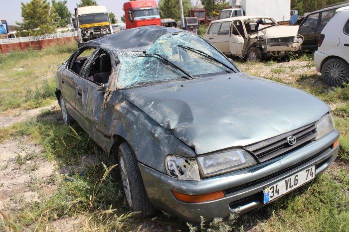 Otomobil devrildi:5 yaralı