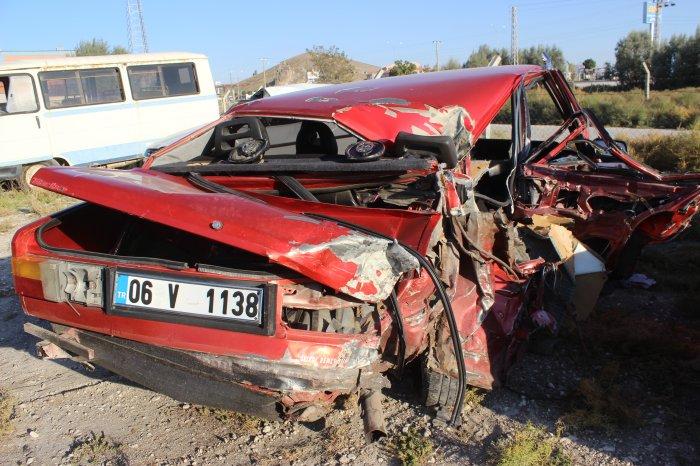Çekici,arıza yapan otomobile çarptı:1 ölü 5 yaralı