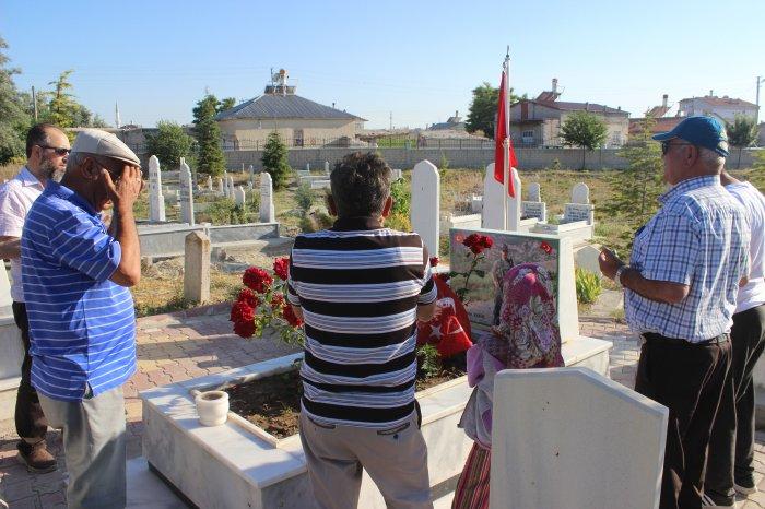 Şehit mezarlarına vatandaş akını