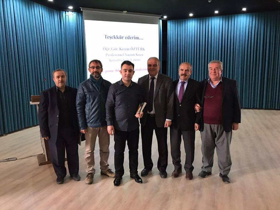 Etkili İletişim Uzmanı Öztürk,Konya'da gençlere seslendi